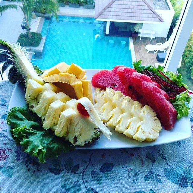 南国らしいパイナップル、マンゴ、スイカ 甘くてさっぱり