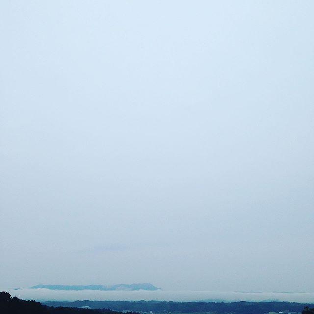 今日は天空日和で、写真を撮るには綺麗です。