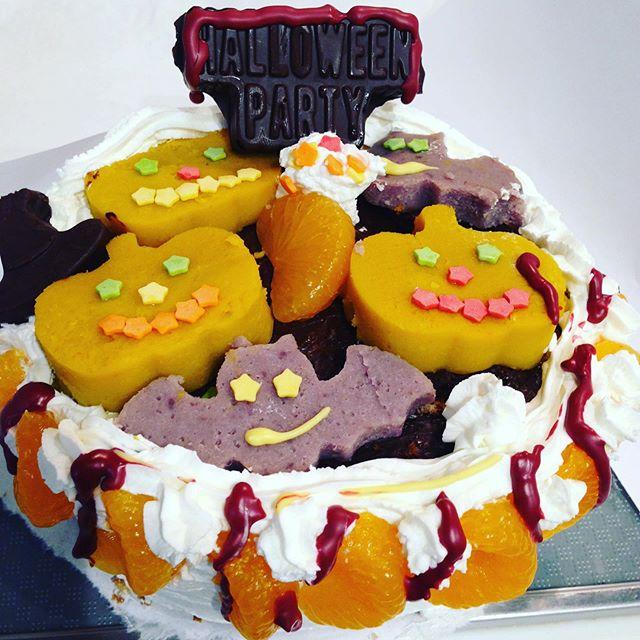 ハロウィンのケーキ!うちの畑で採れたカボチャと紅芋 パープルスイートの3枚の生地を焼いた ちょっとヤバ怖ケーキ 笑