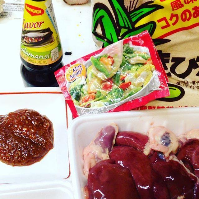 今日の簡単に晩御飯は、こんな感じです!最近は色々と現地の調味料が売られてるので簡単!