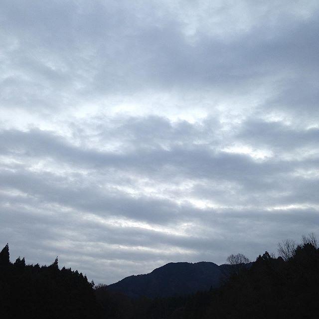 気温4℃曇り空で今日は雨か雪の予報が出てますが、どうなるのでしょうか?