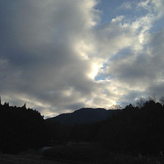 気温4℃雲が多いが腫れ北風微風