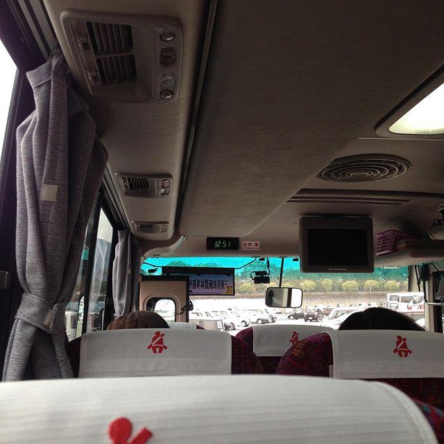 バスに乗り換えて色々と施設を回ります!