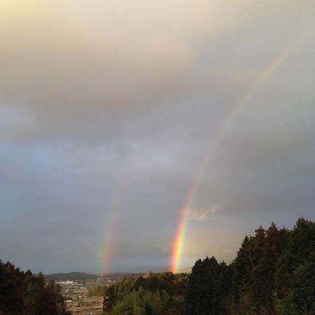 二重の虹出てます!