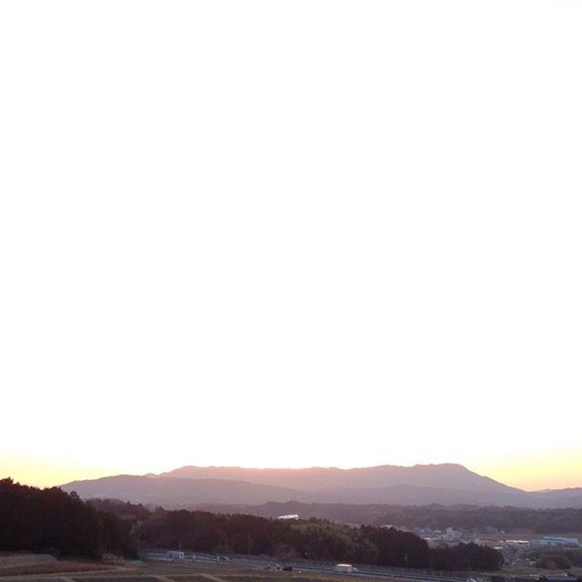 夕日が綺麗で山の向こうに!何とか今日やるべきことは終わりました。