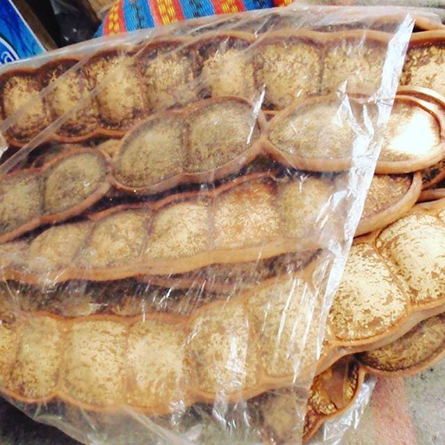 タイの直売所にあった豆!モダマ豆です。人のこぶしぐらいの豆 日本には、西表島、石垣島にも同じ様な豆が有ります!インテリアになるよね〜中は黒豆です!恐竜が食べてたかも?ストーリーズは、次々消します!↓
